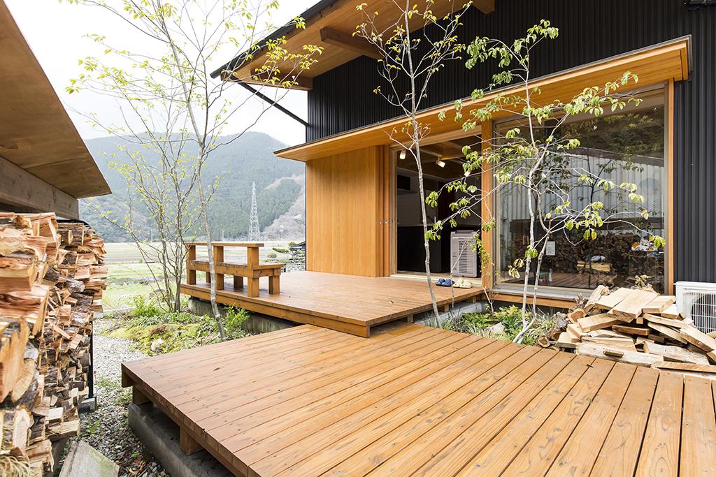 宍粟市の木の家『同窓会テラス』外観