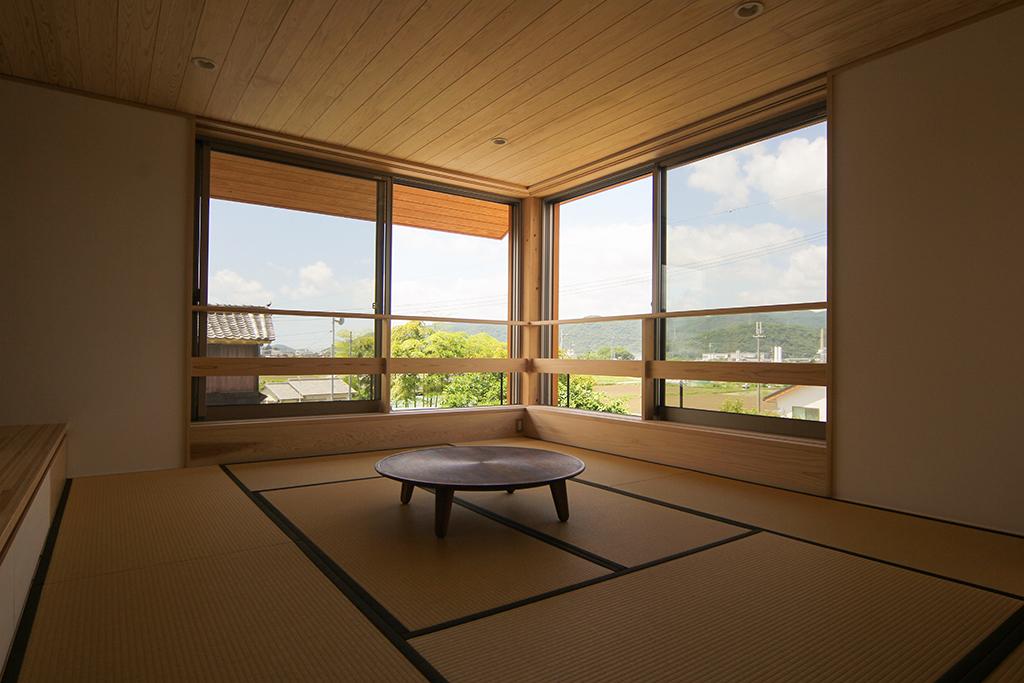 姫路市の木の家 2階畳のリビングダイニング