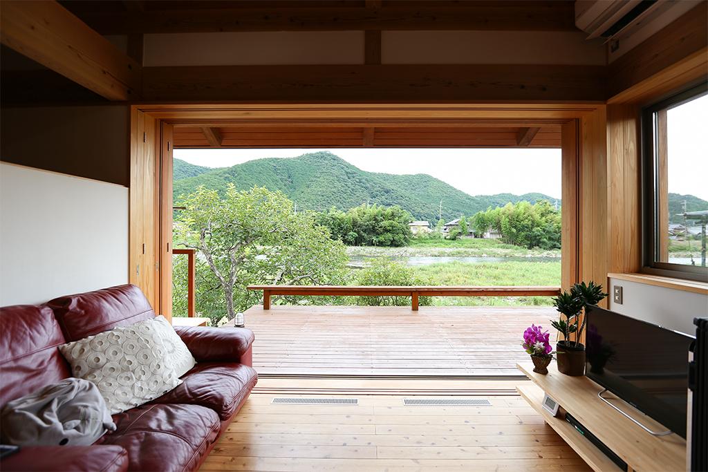 神崎郡の木の家 リビングからの眺め
