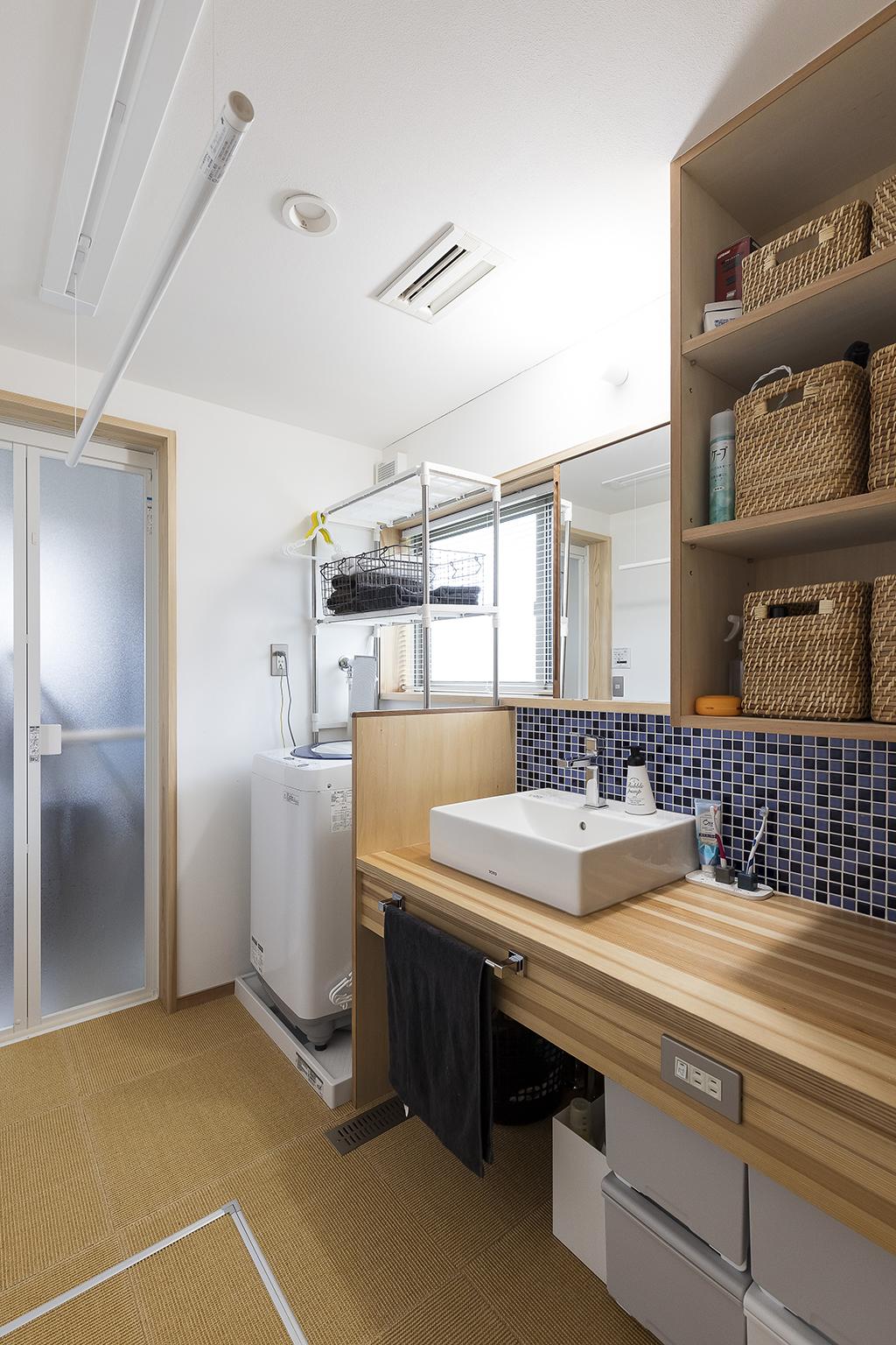 姫路市の木の家 室内干しのできる洗面脱衣室