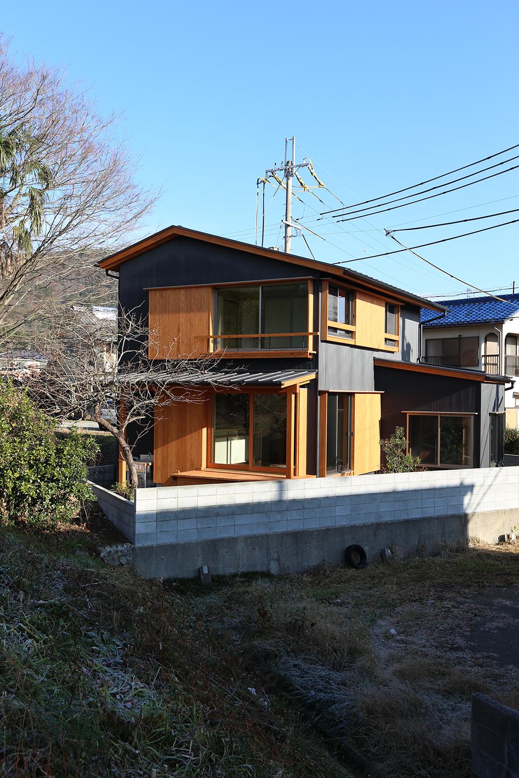 神崎郡の木の家 変形地に建つ外観