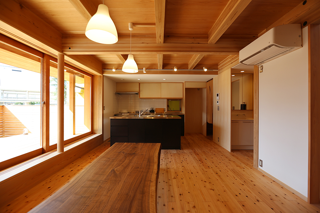 加古川市の木の家 大テーブルのあるLDK