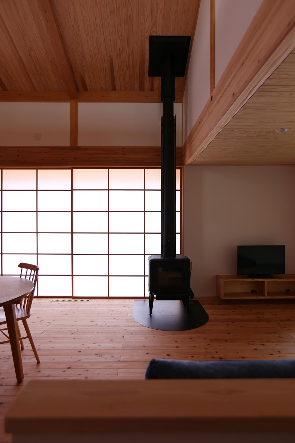 姫路市の木の家 薪ストーブのあるリビング