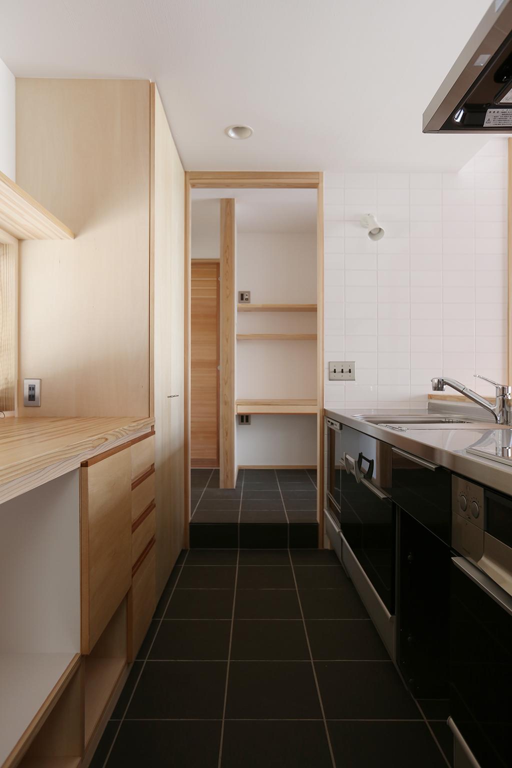 姫路市の木の家 床を一段下げた土間キッチン