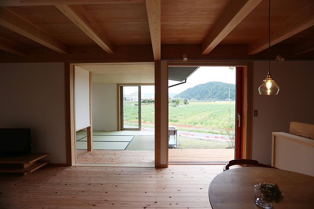 姫路市の木の家 リビングダイニングからの眺め