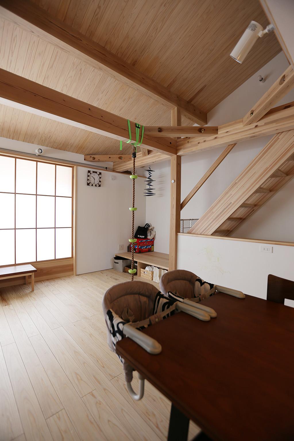 高砂市の木の家 2階リビングの勾配天井