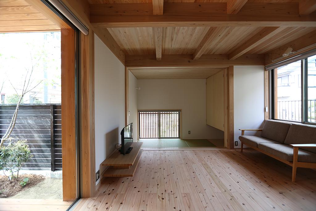 三木市の木の家 リビングと来客用の和室