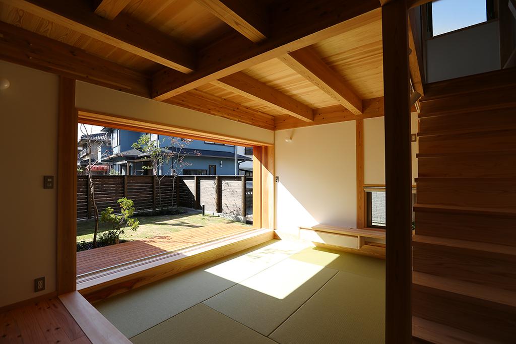 高砂市の木の家 床面を一段下げた畳リビング