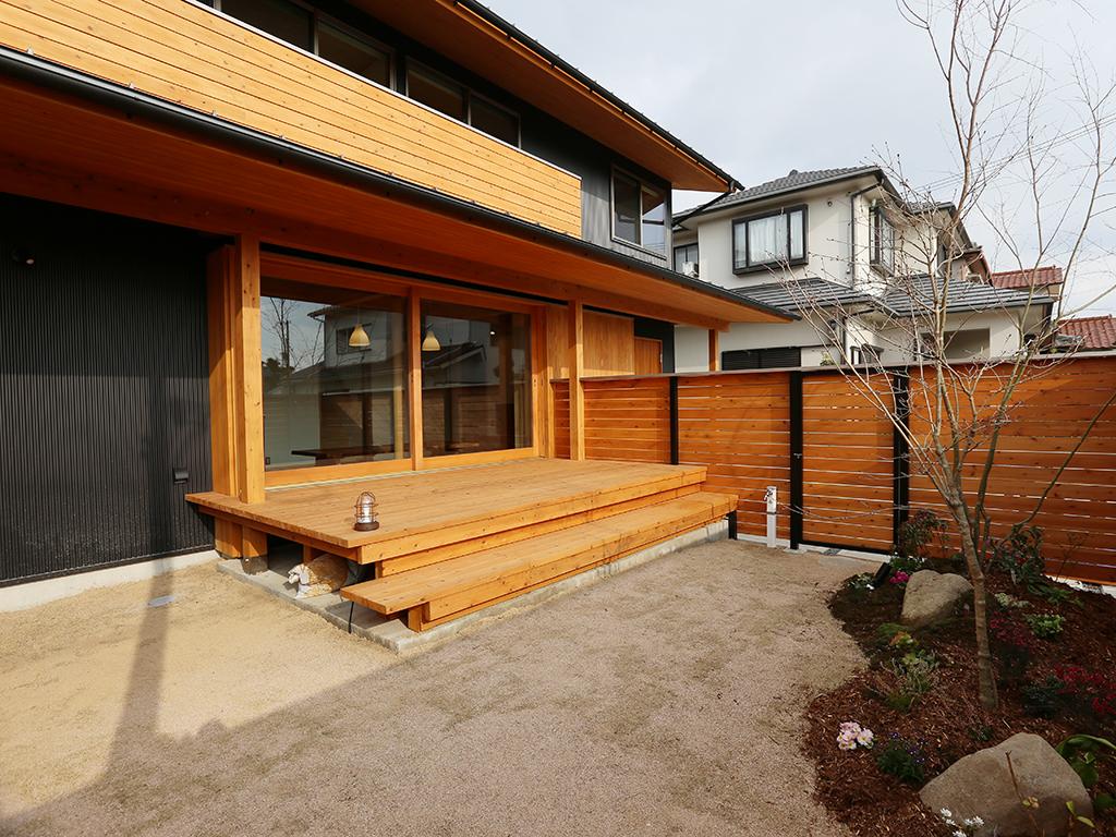加古川市の木の家 庭とつながるウッドデッキ