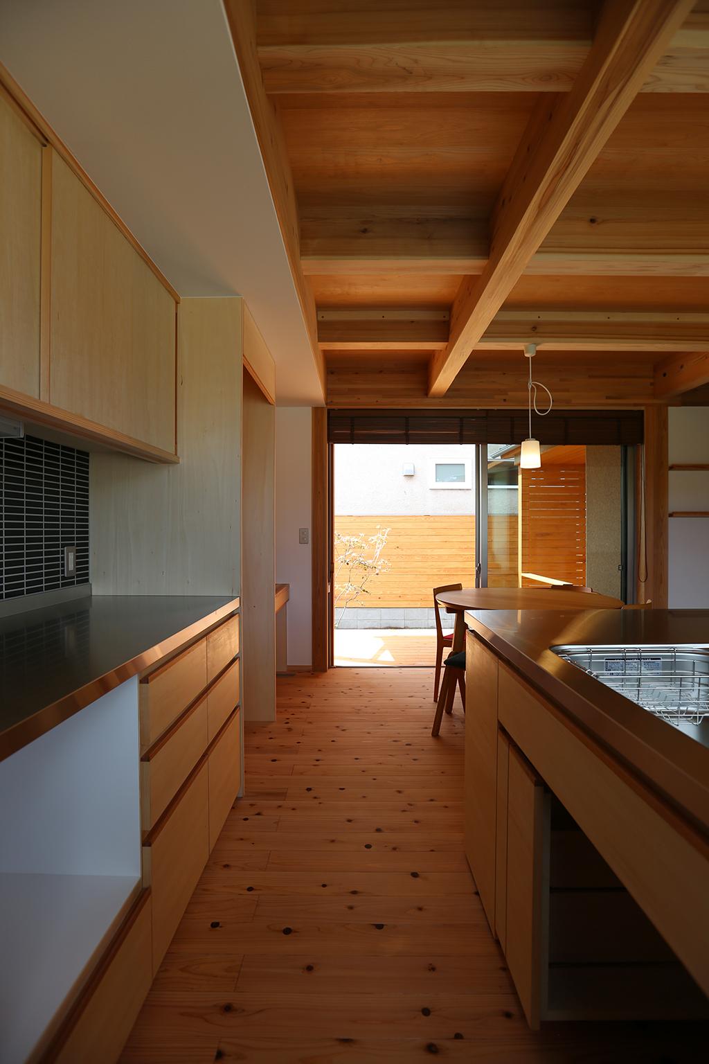 たつの市の木の家 大容量の収納を備えたオリジナルキッチン