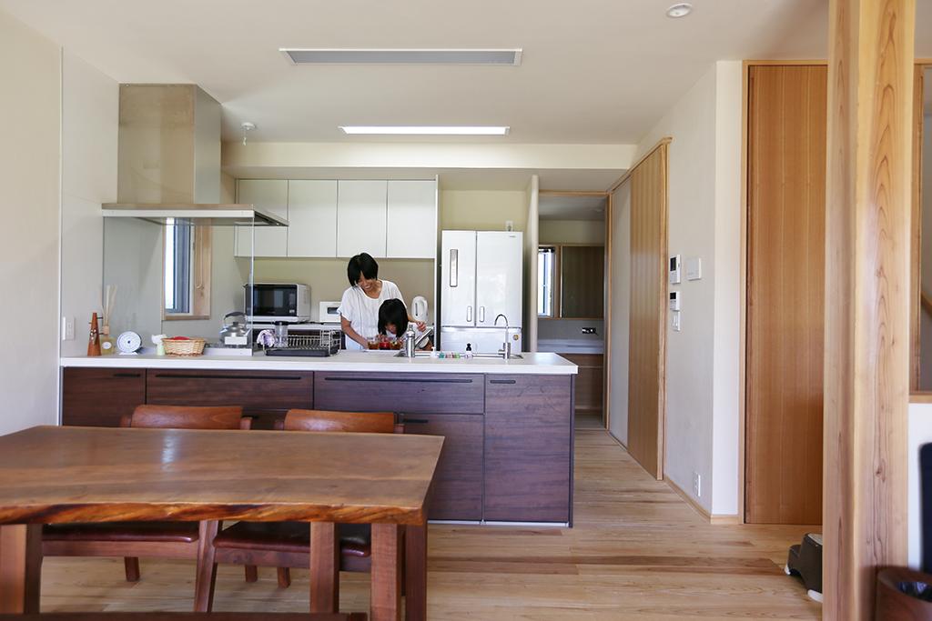 洲本市の木の家 対面キッチン