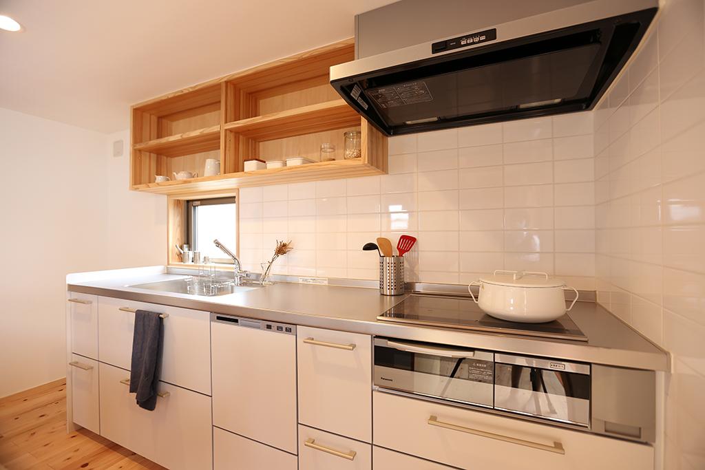 無限回遊ぐるぐる城 清潔な印象の白色のキッチン