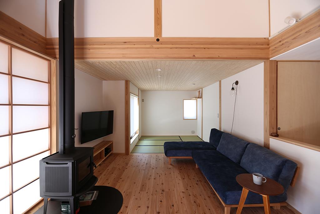 姫路市の木の家 リビングと畳敷きの茶の間