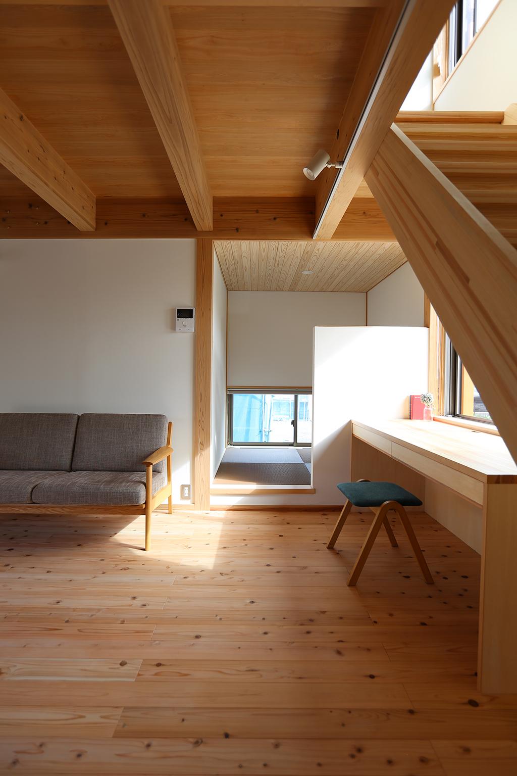 姫路市の木の家 リビング脇に設けた籠もれる和室