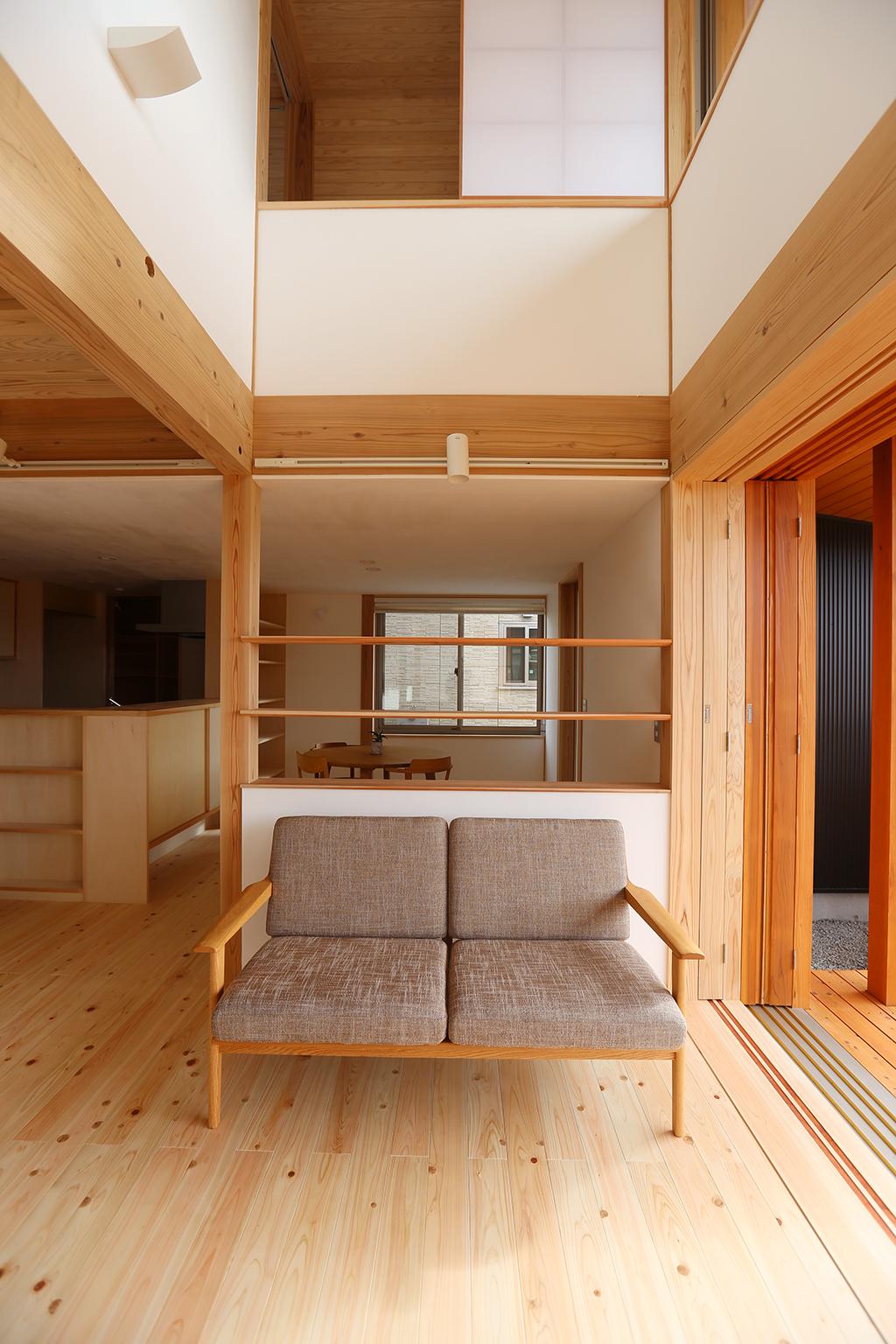 姫路市の木の家 吹き抜けのある開放的なリビング