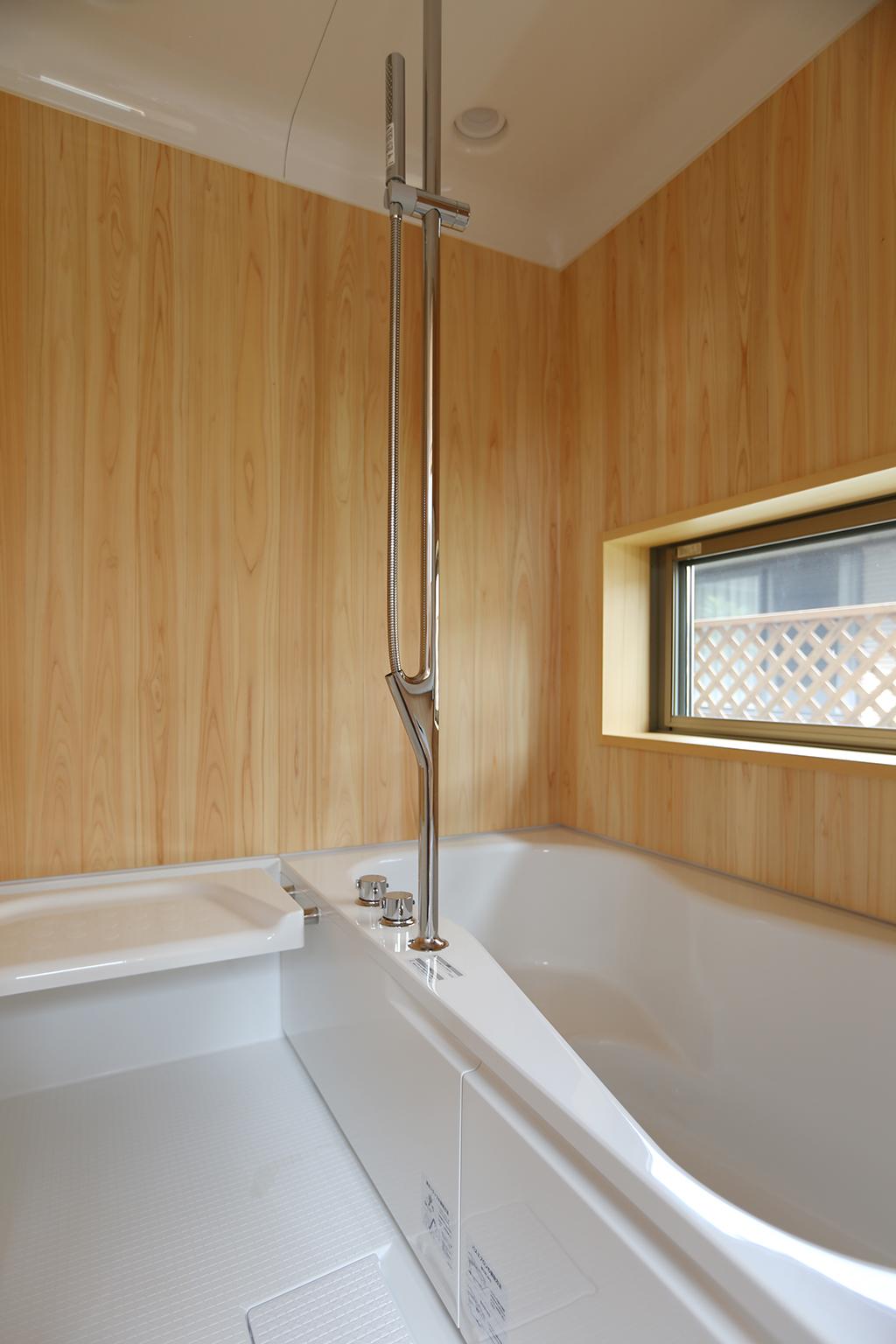 明石市の木の家 木の浴室