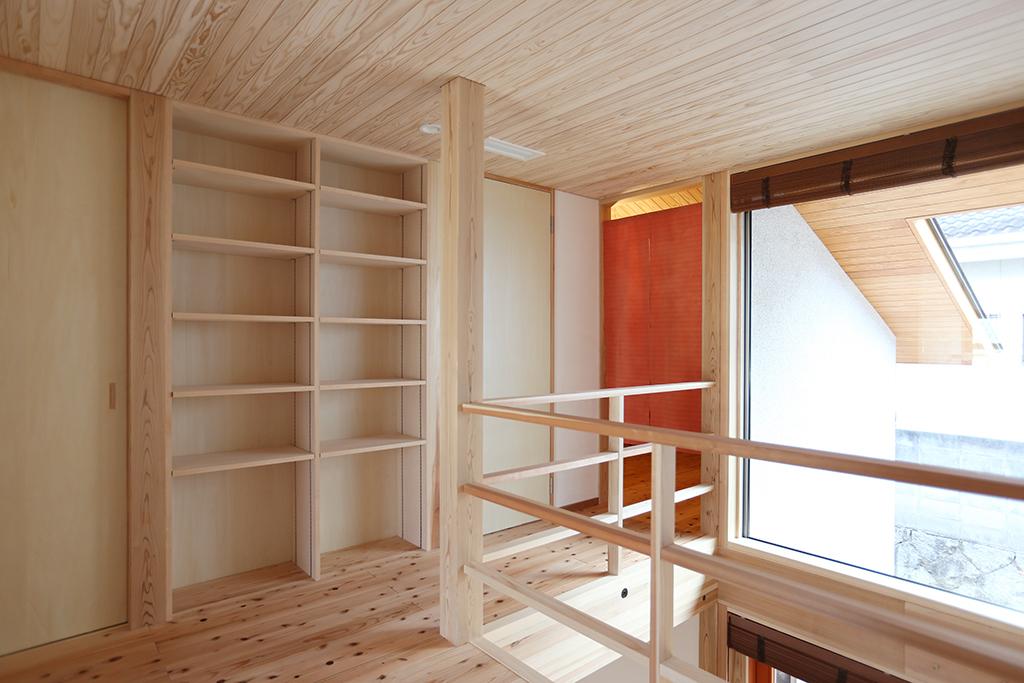 姫路市の木の家 光がたっぷり差し込む2階ホール