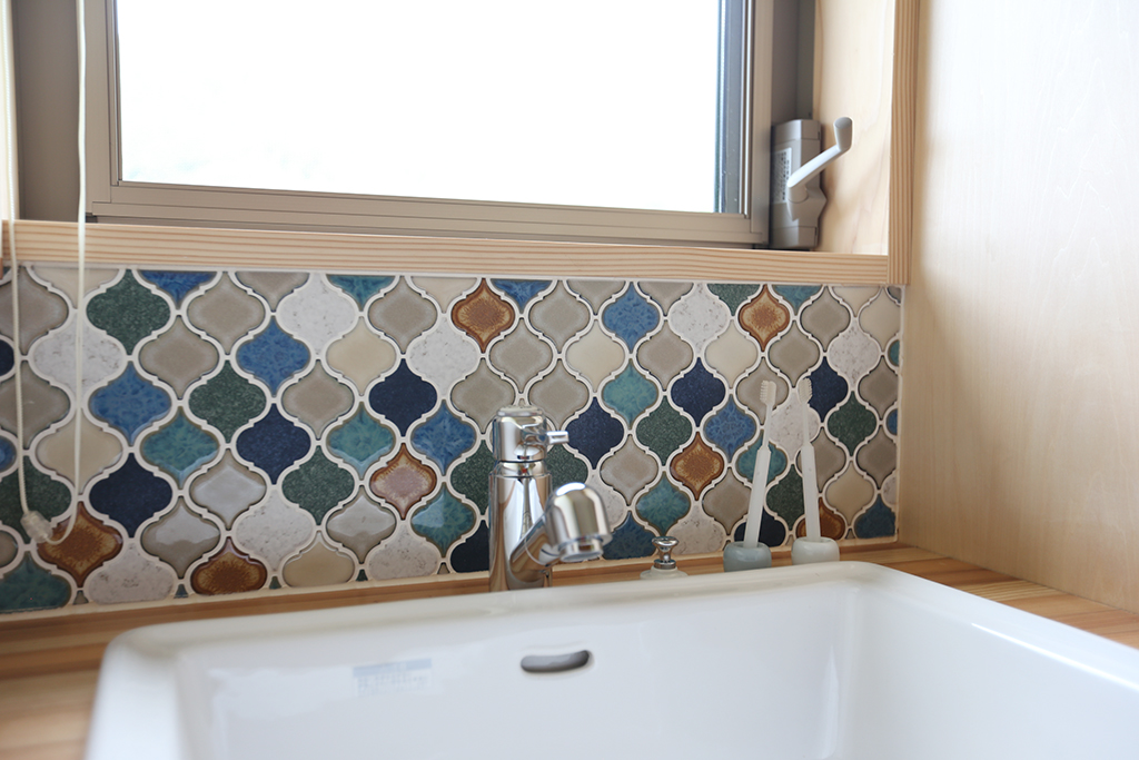 姫路市の木の家 タイル貼りの洗面台