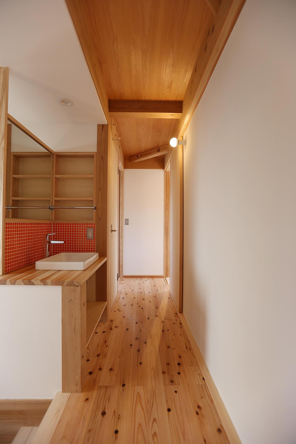 加古川市の木の家 2階に設けた洗面台