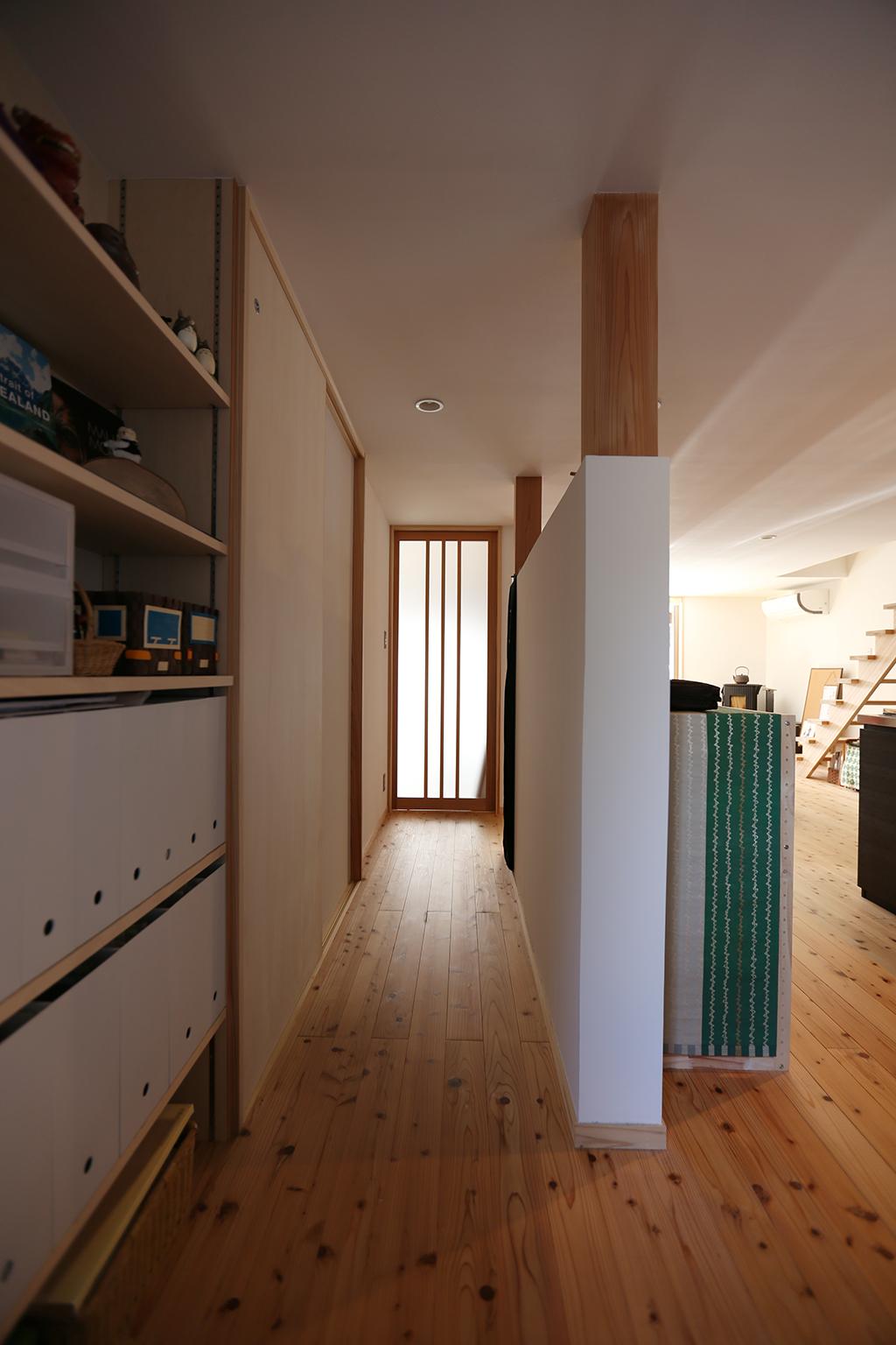 赤穂市の家 リノベーション工事後の柱を活かした廊下
