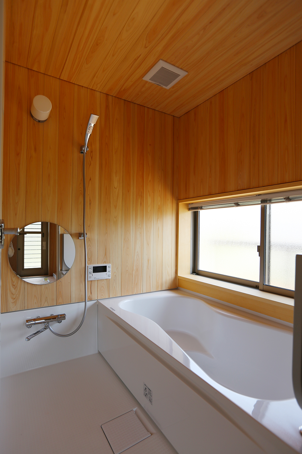 神崎郡の木の家 桧貼りのハーフユニットバス
