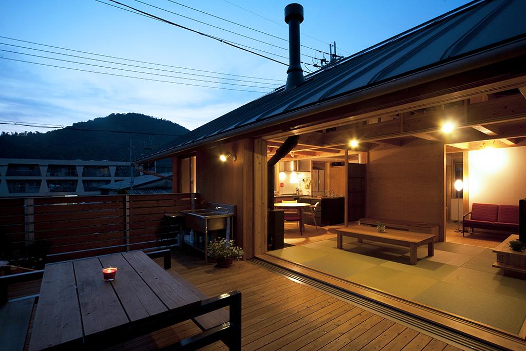宍粟市の木の家 夕闇に佇む