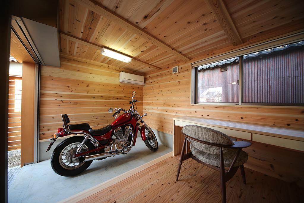 『播磨の連屋』バイクガレージのあるご主人の趣味室