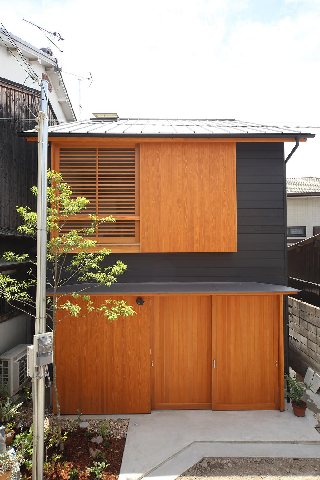 姫路市の木の家 シンプルな杉板張りの外観