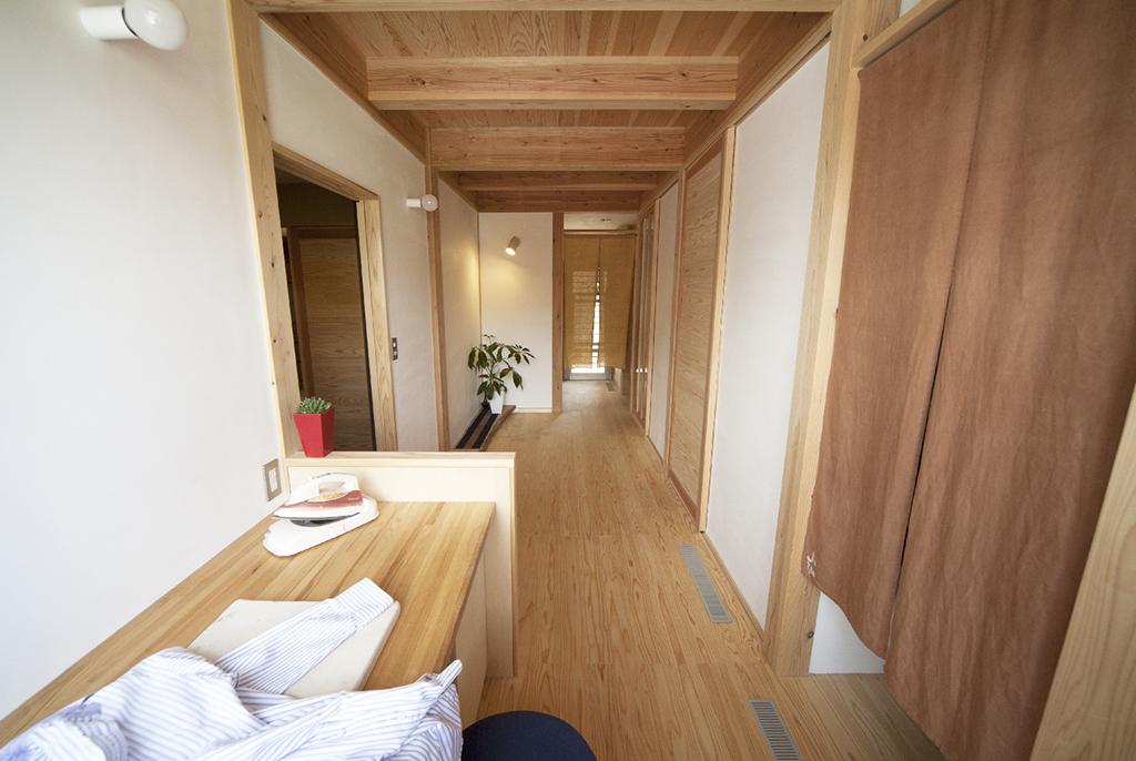 宍粟市の木の家 家事コーナーのある玄関ホール