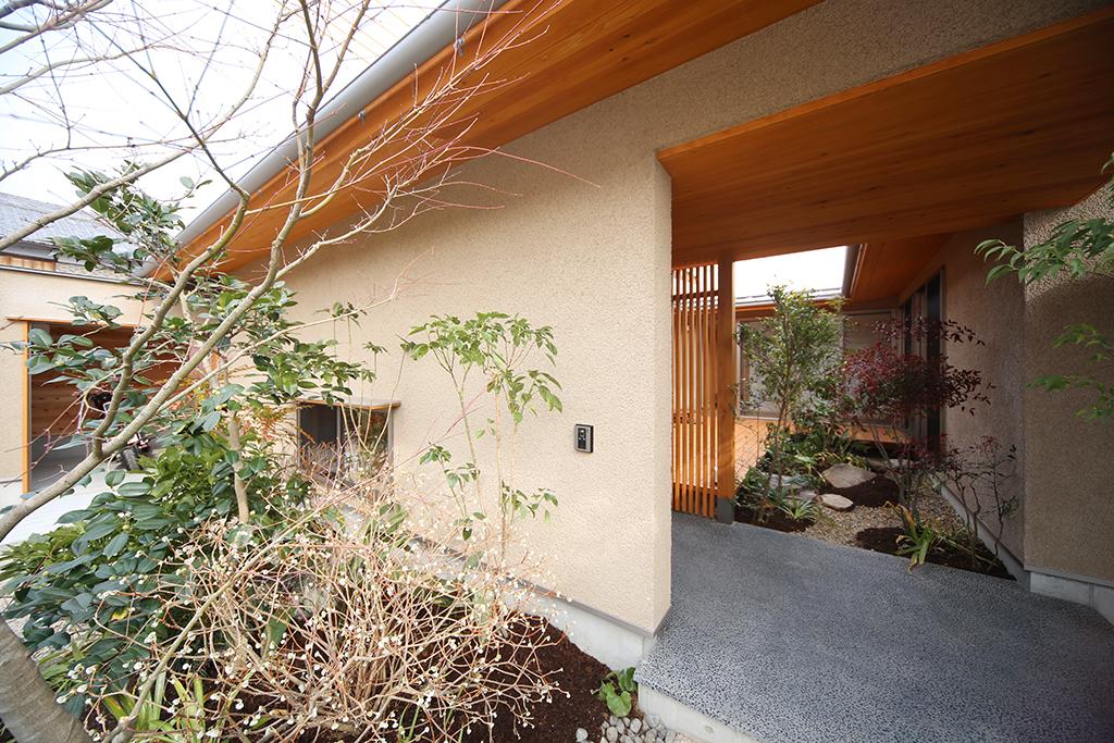 『播磨の連屋』回廊のような玄関ポーチ