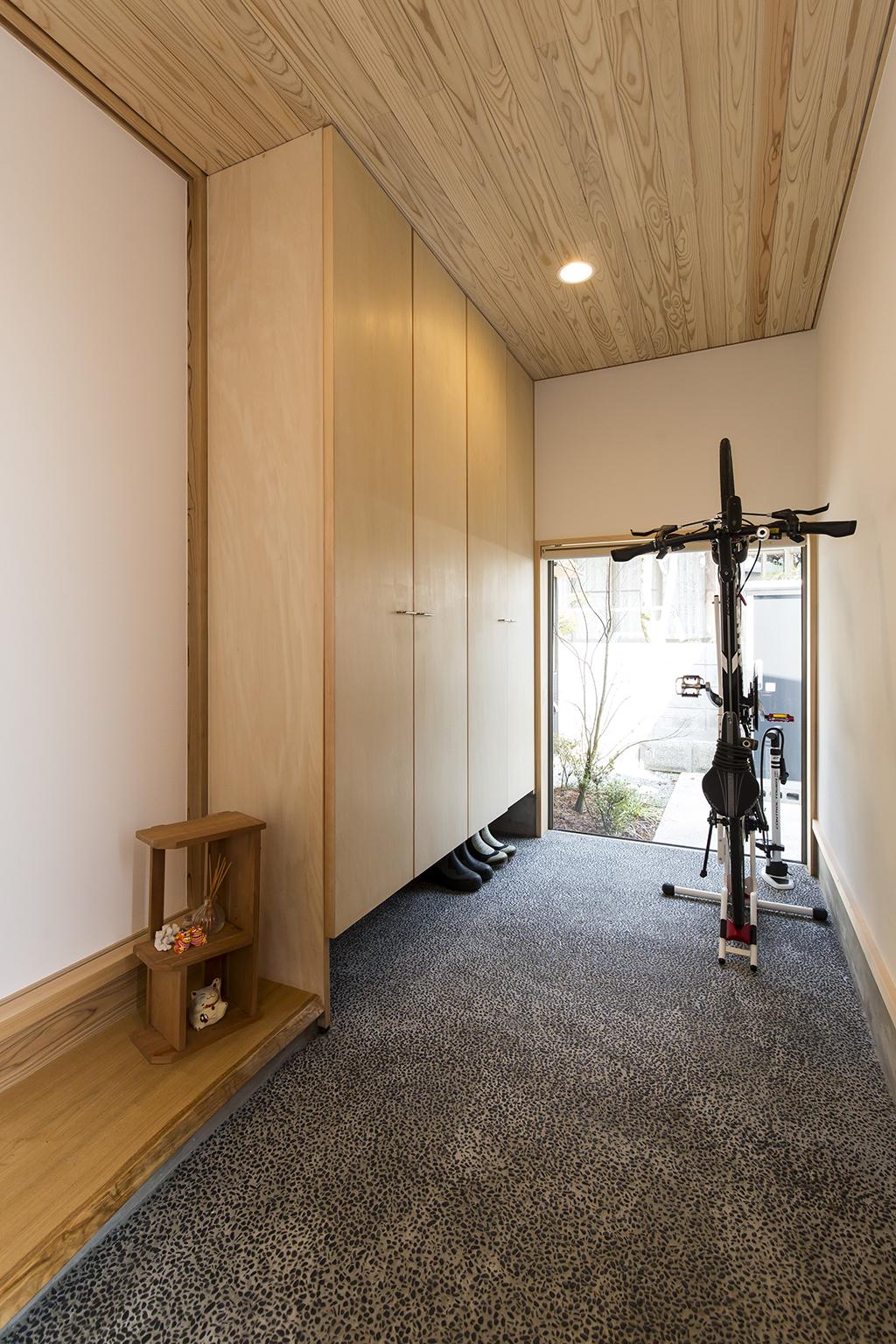 姫路市の木の家 洗い出しの土間の玄関