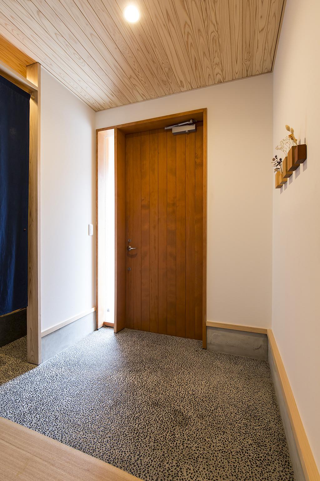 宍粟市の木の家 光の差し込む玄関