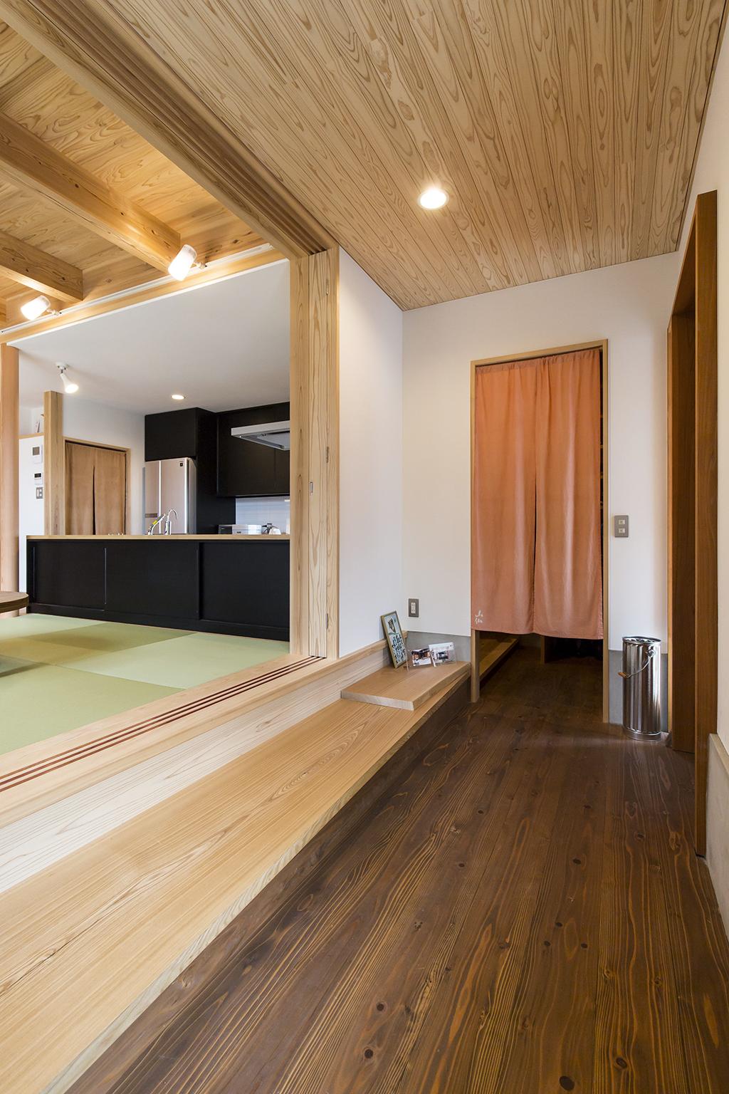 高砂市の木の家 板張りの玄関
