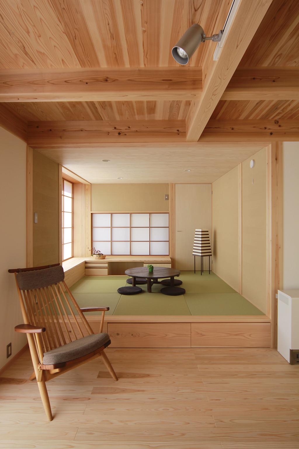 姫路市の木の家 リビング横の小上がりの和室