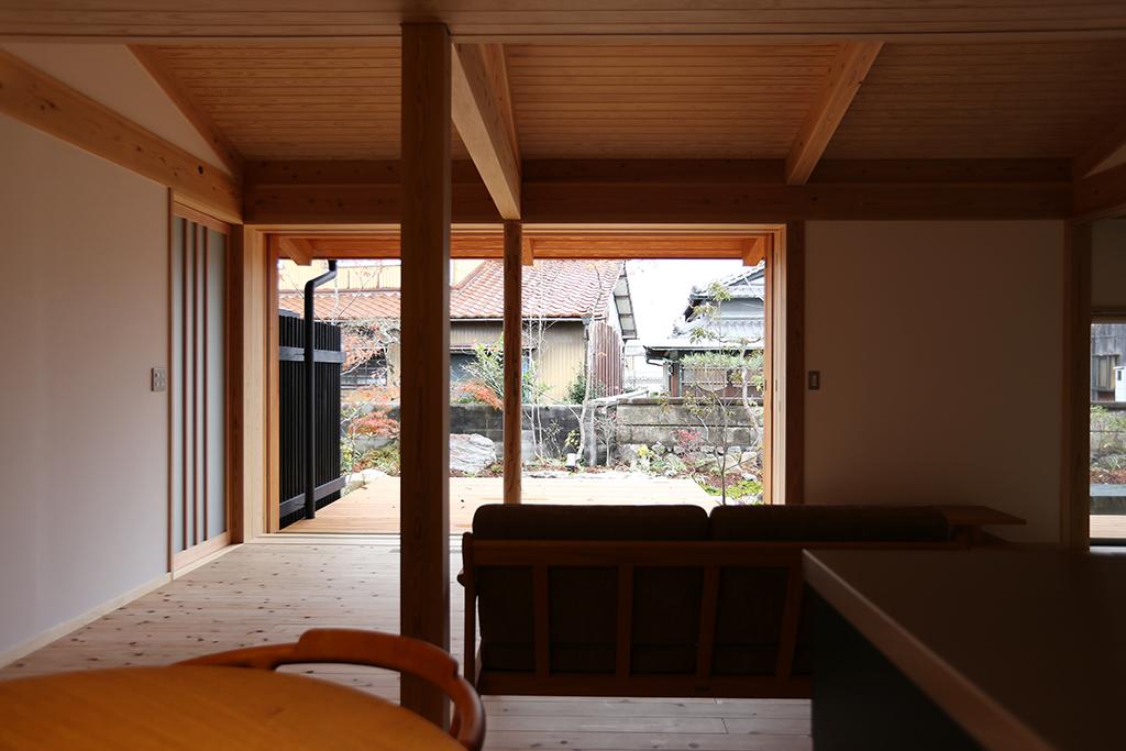 揖保郡の木の家 全開口できる大きな窓のあるリビング
