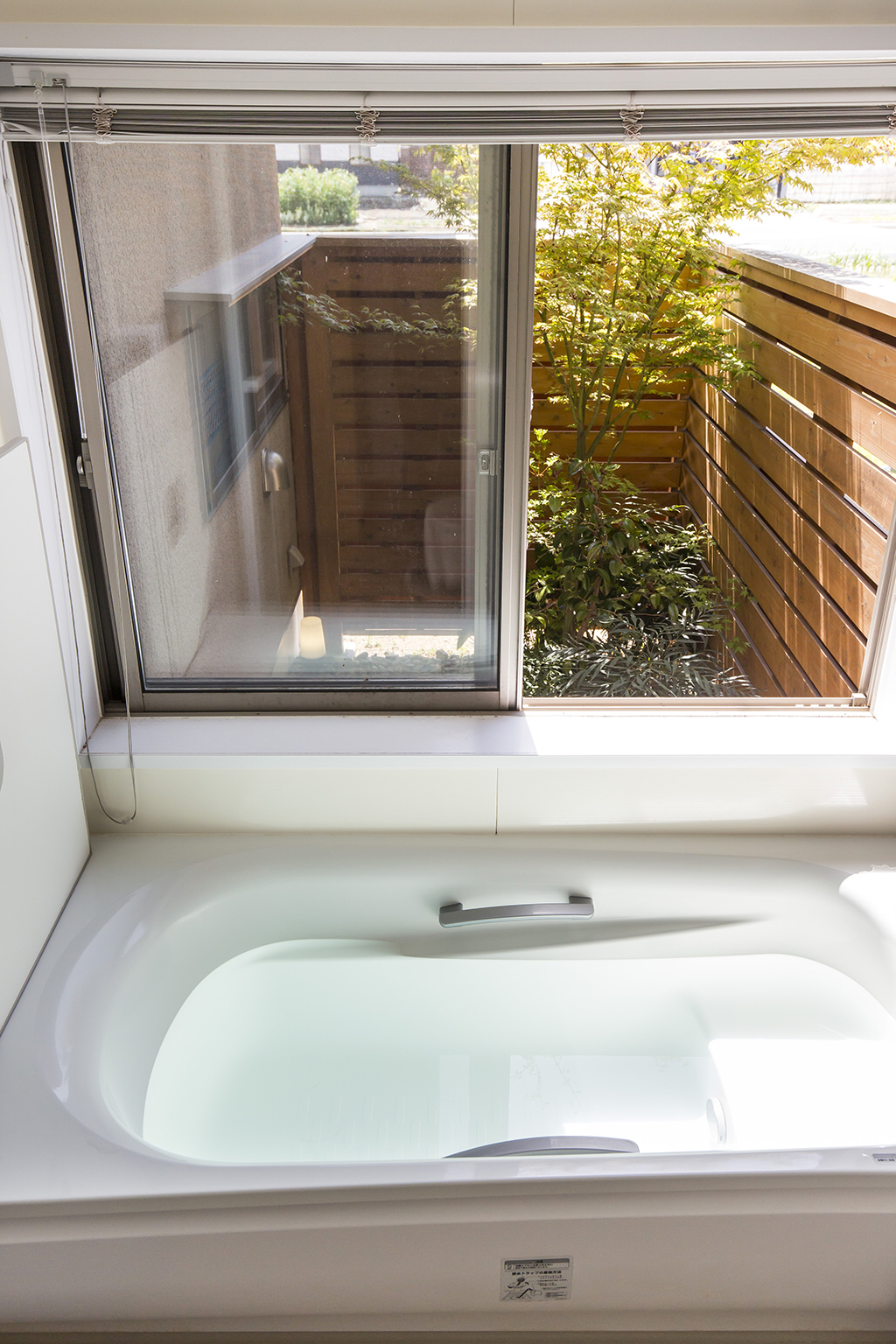 赤穂市の木の家 坪庭のある浴室