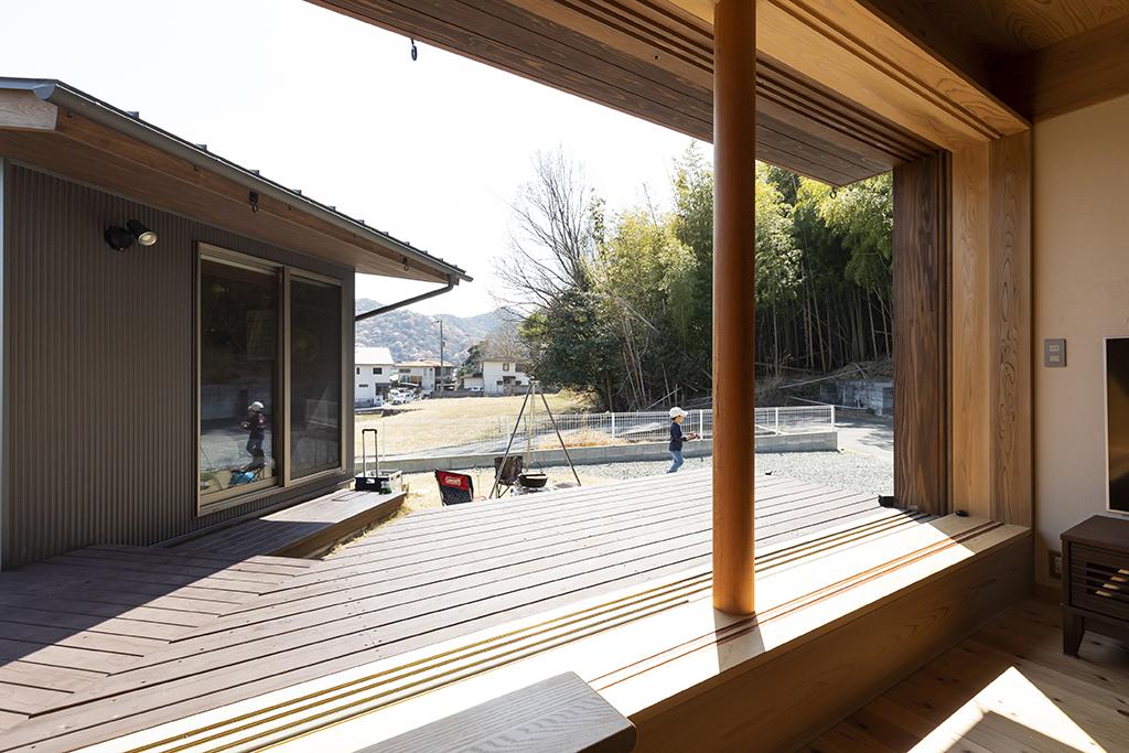 姫路市の木の家 リビングと離れの関係