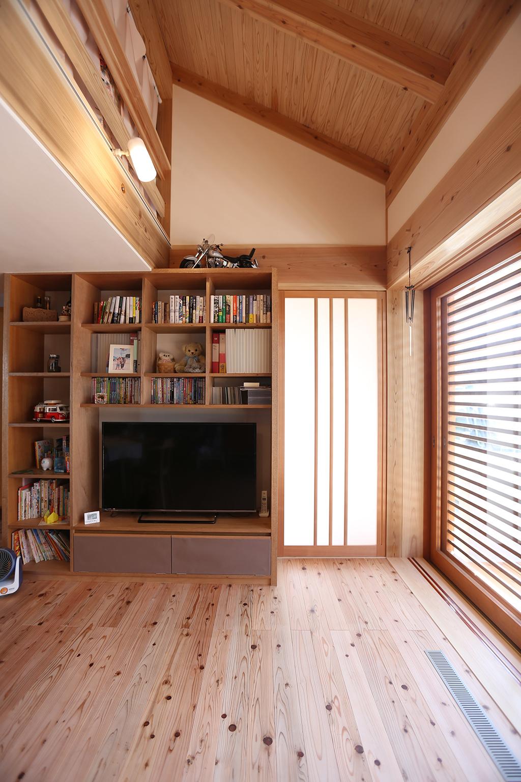 姫路市の木の家 テレビ台を兼ねた造作収納