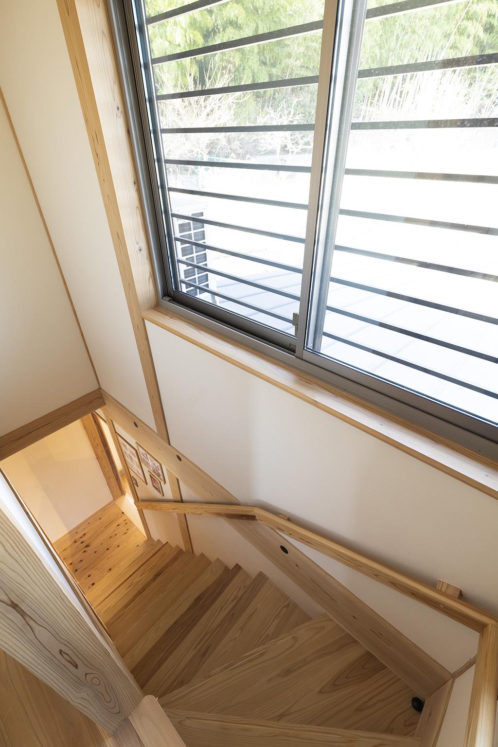 姫路市の木の家 光が差し込む階段室