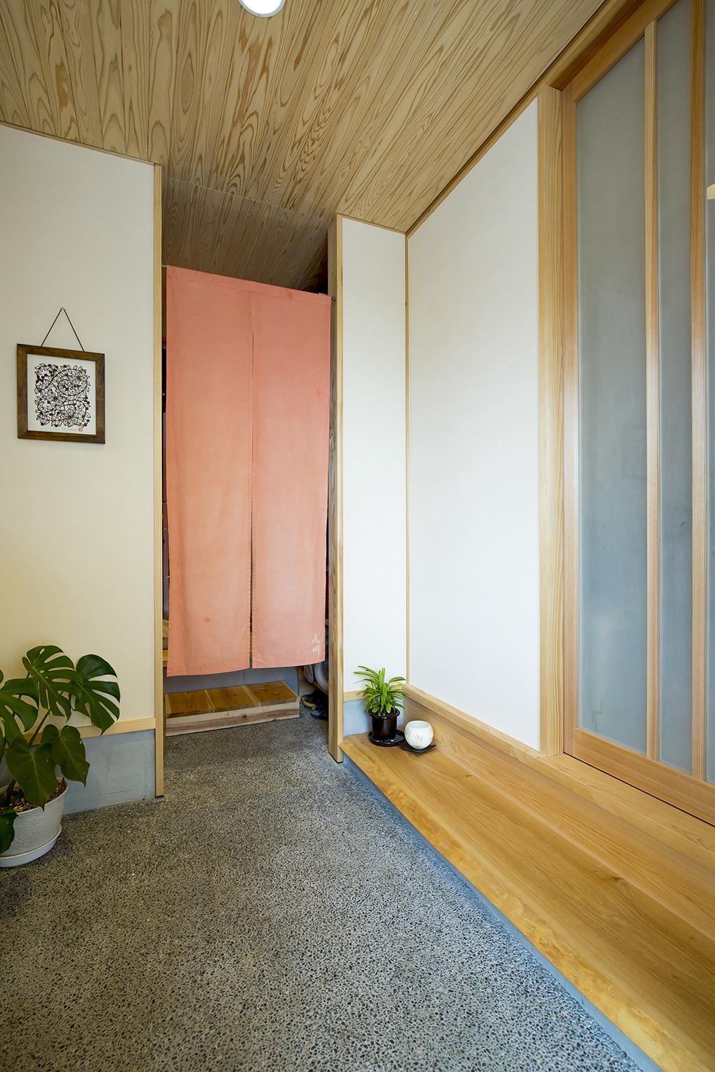 加古川市の木の家 内玄関のある玄関