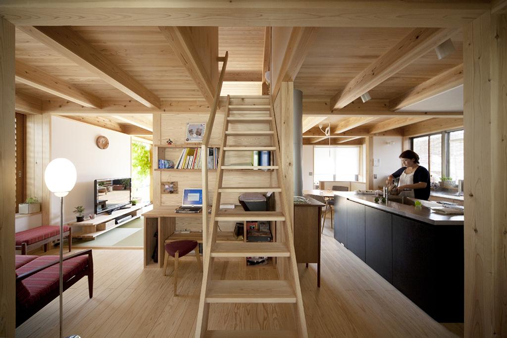 宍粟市の木の家 2階全体を見渡す