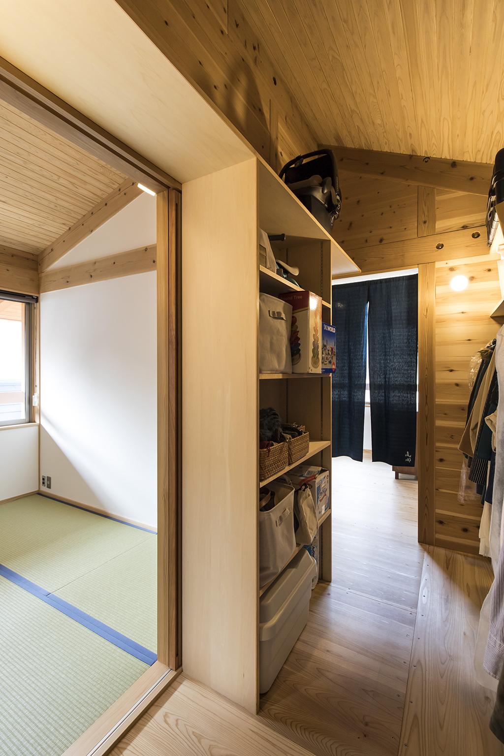 加古川の木の家 クローゼットと寝室