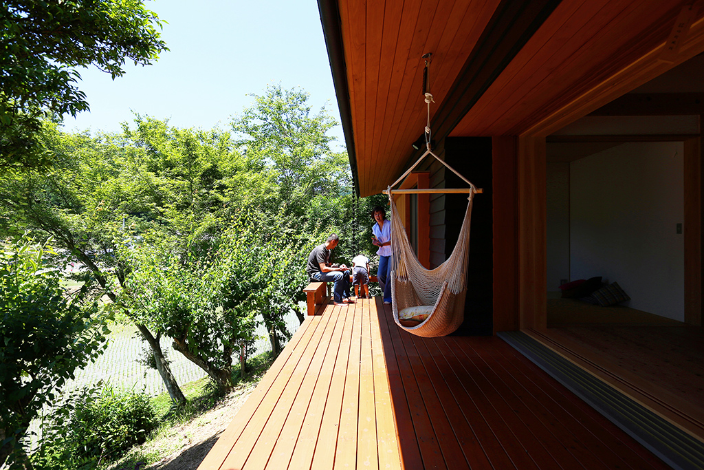 姫路市の木の家ハンモックのあるウッドデッキ