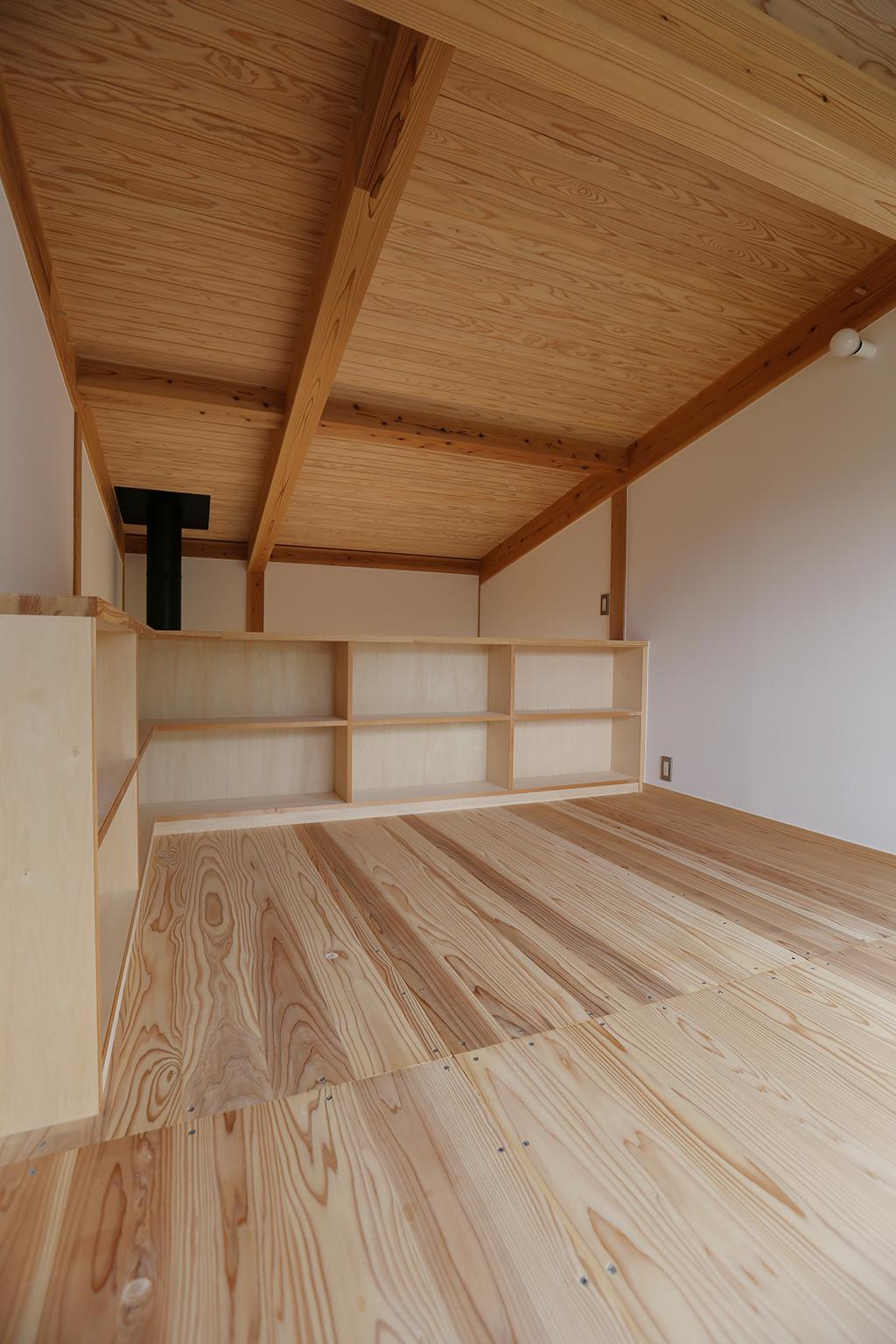 本棚のある奥さまの部屋