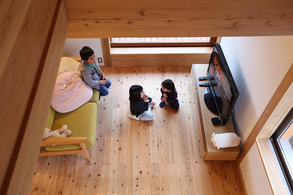 『お帰りキッチン』ロフトから2階リビングを見下ろす