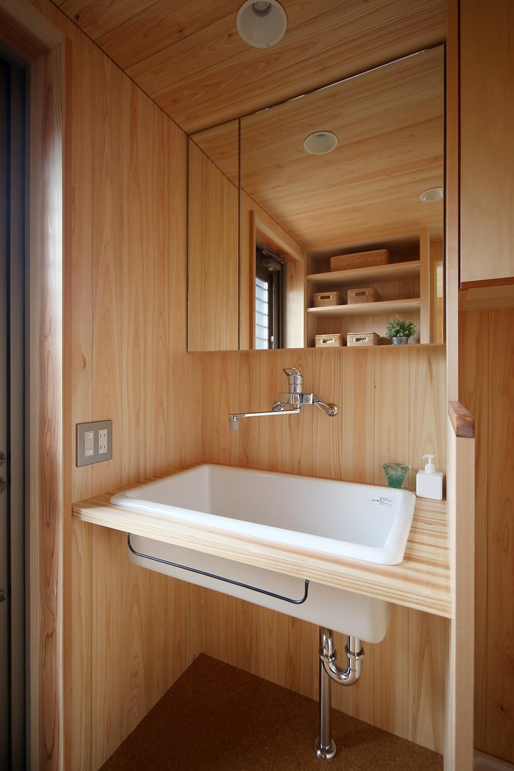 加古川市の木の家 桧貼りの洗面室