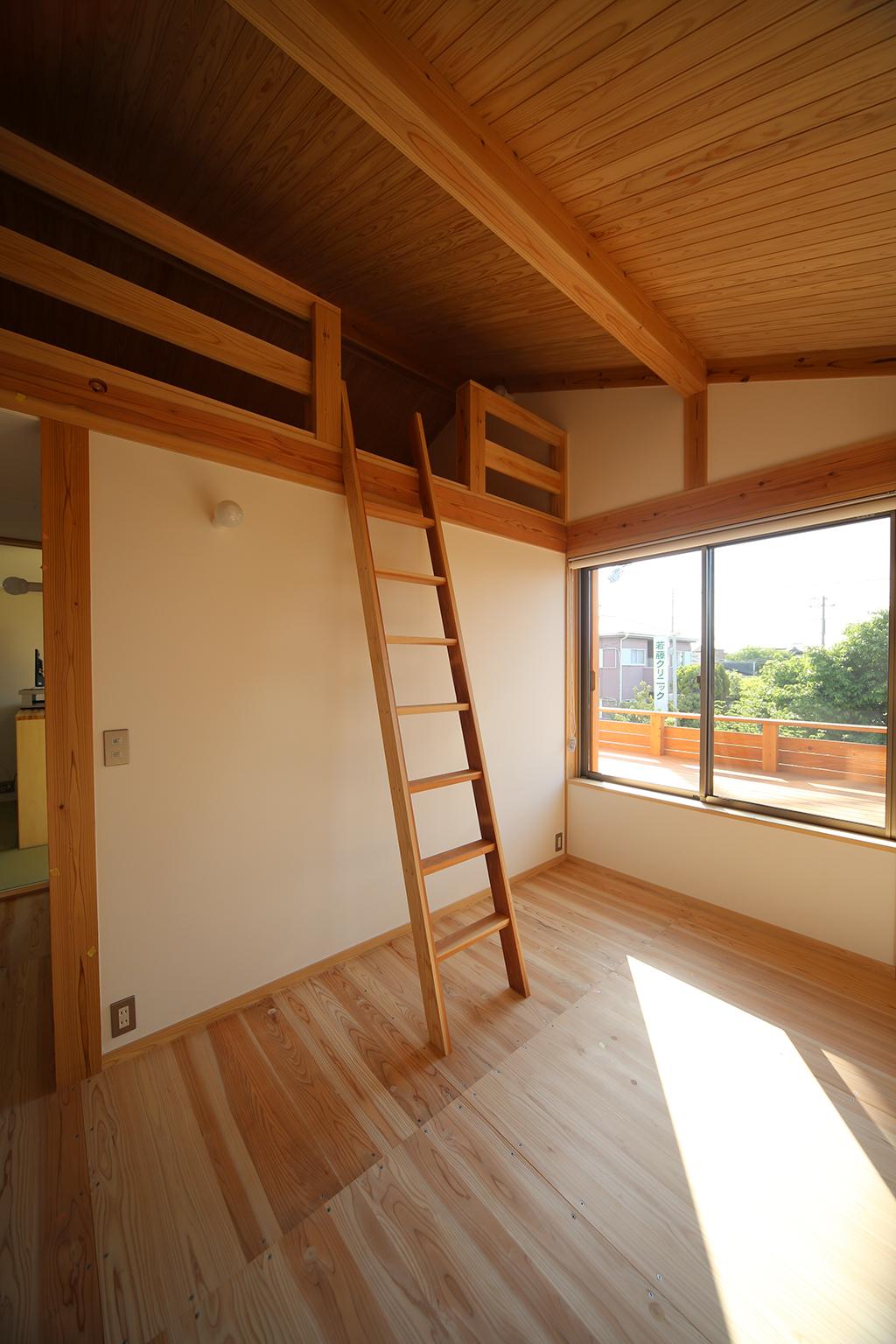 加古川市の木の家 ロフトのある子ども部屋