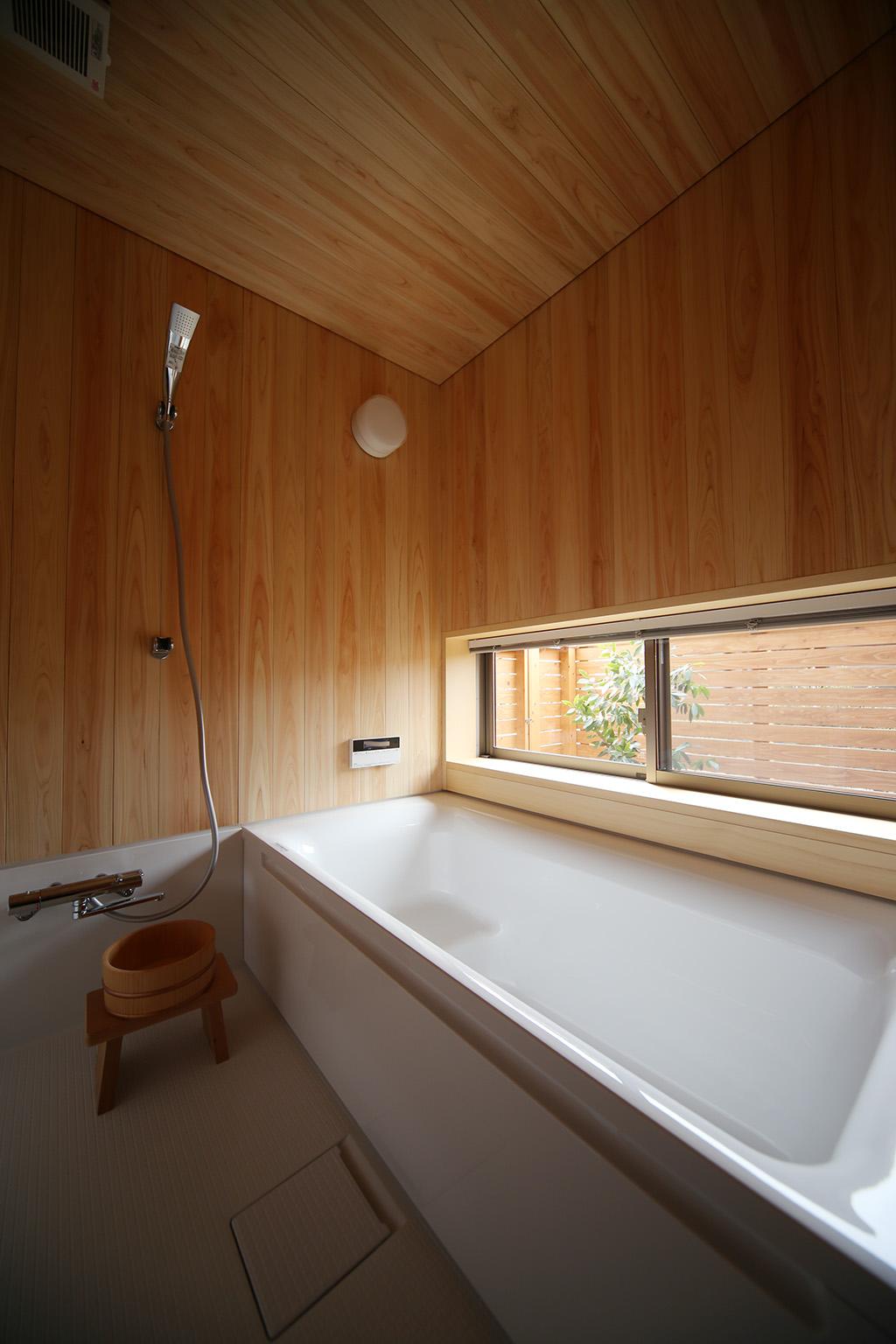 加古川市の木の家 桧貼りの浴室