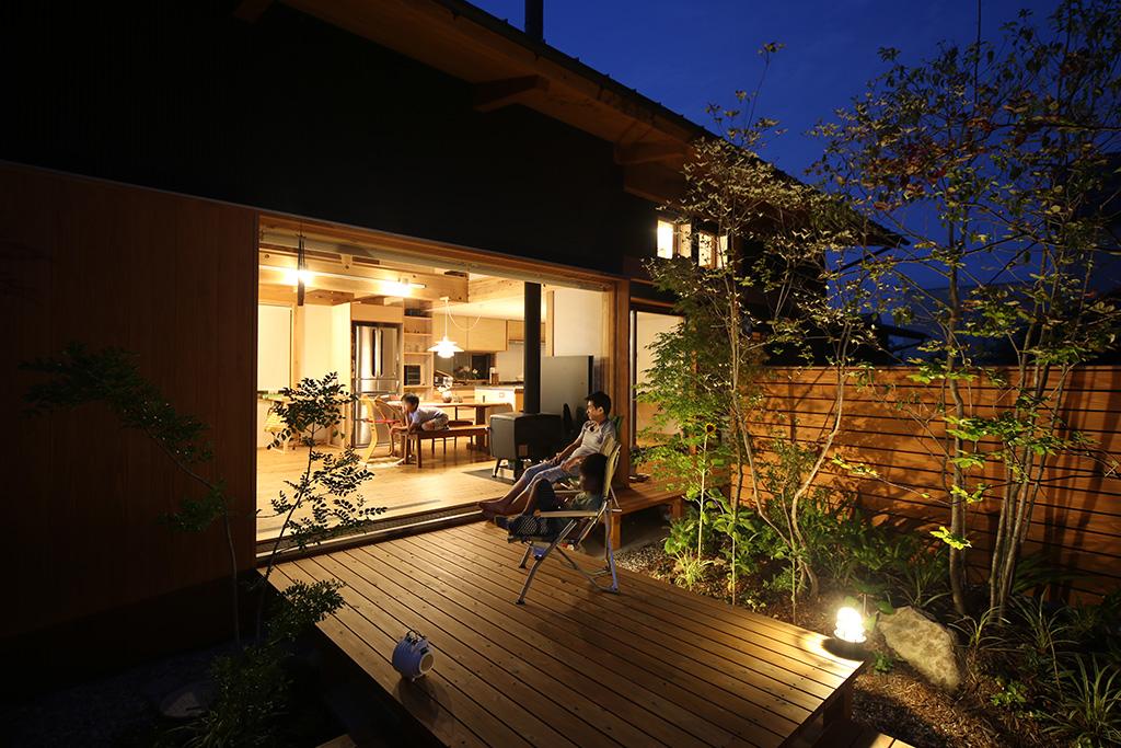 加古川市の木の家 夕闇に浮かぶ住まい
