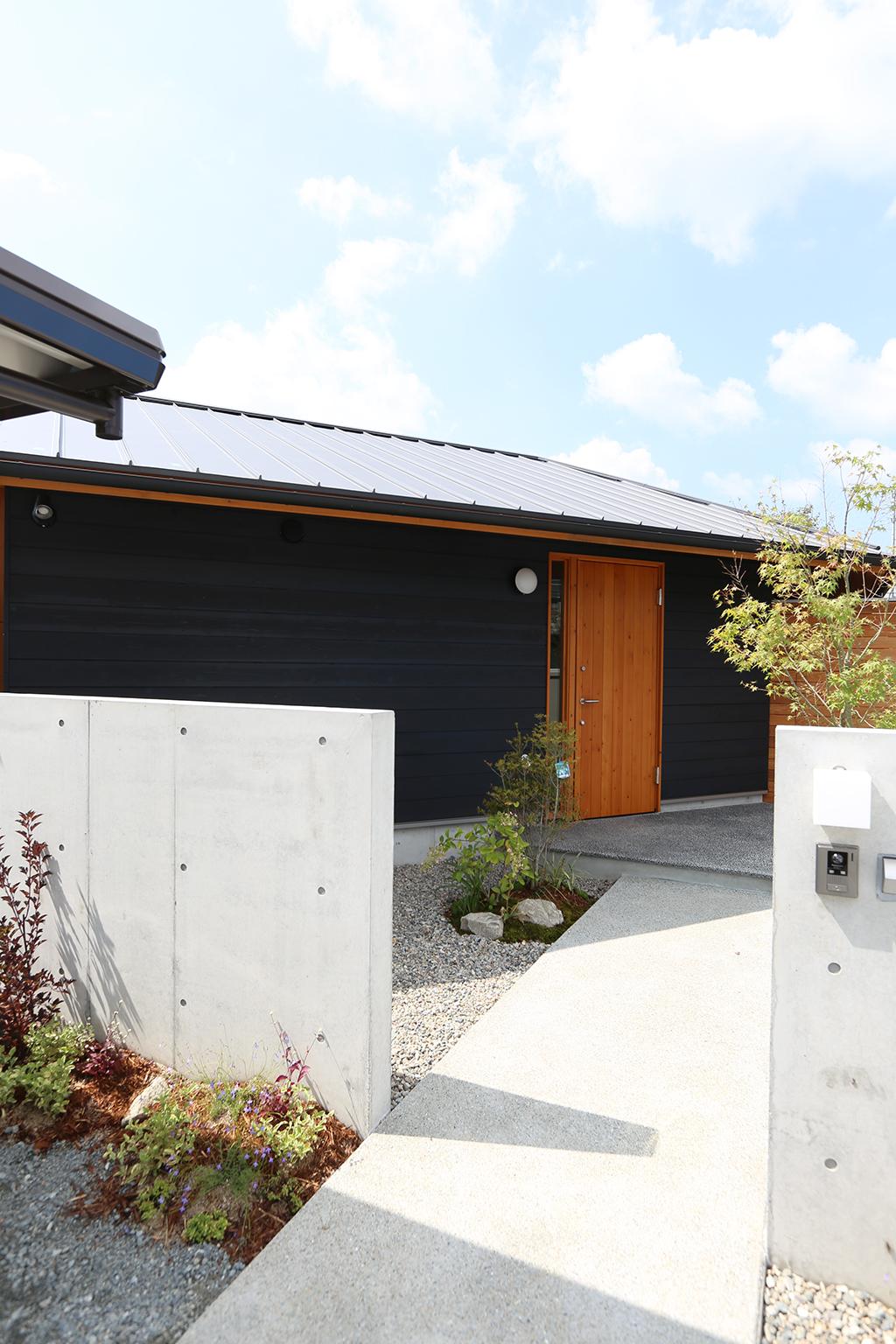 神崎郡の木の家 アプローチ
